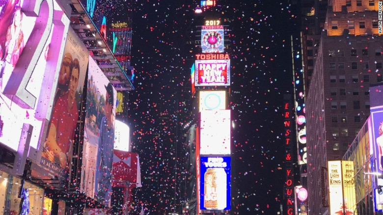 15 Photographers Use The iPhone 7 to Show New Years Eve Celebrations Around the Globe