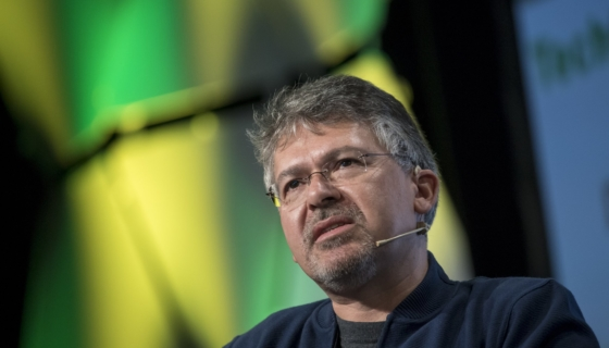 Apple Lures Google's Chief of Search and Artificial Intelligence Into the Apple Fold