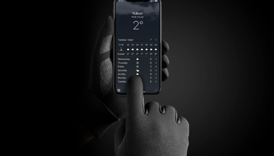 Mujjo touchscreen gloves checking weather