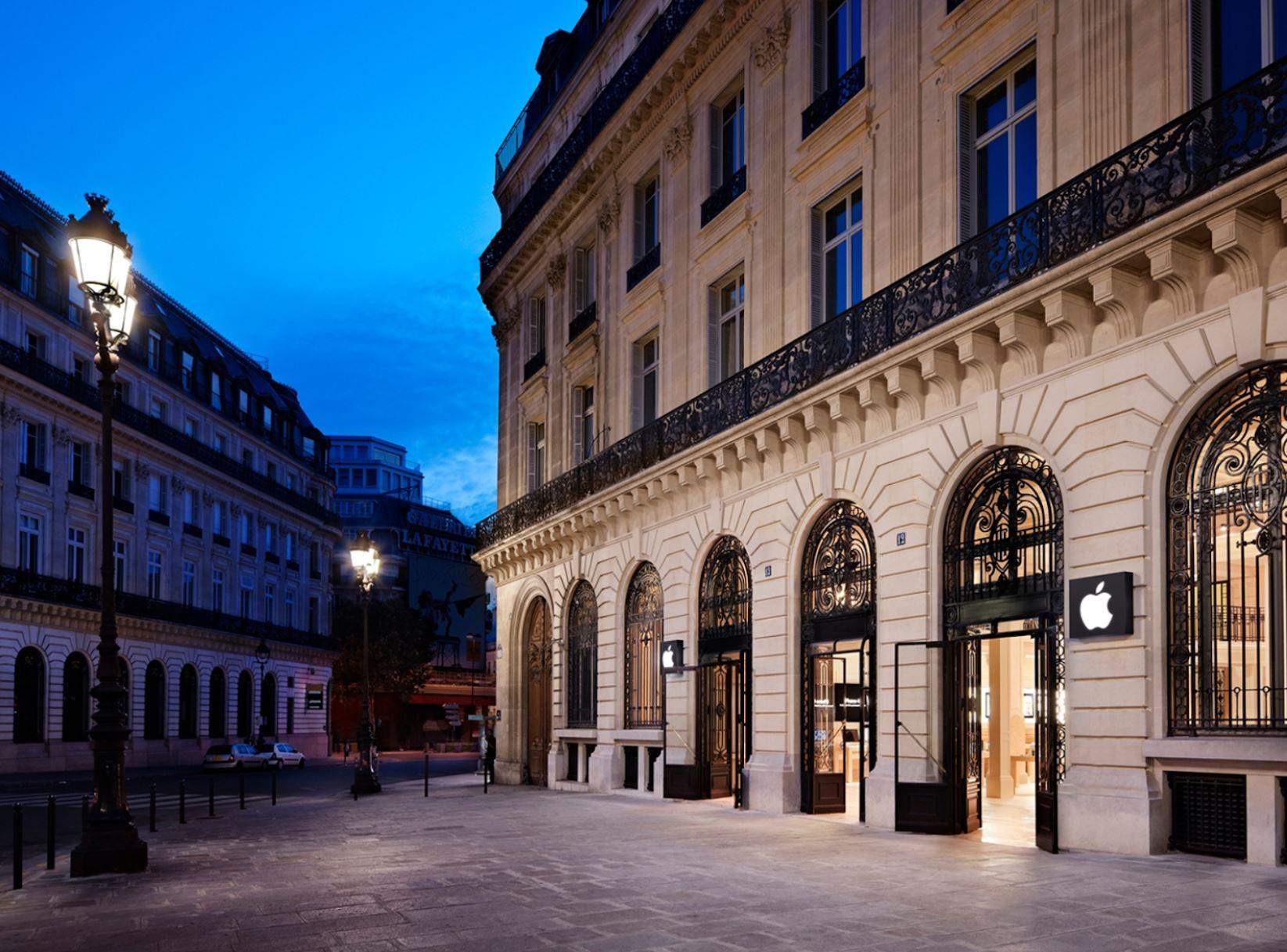 Apple Store Opéra_ Paris_ France