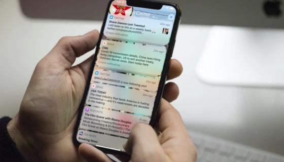 iPhone Notifications on Lock Screen
