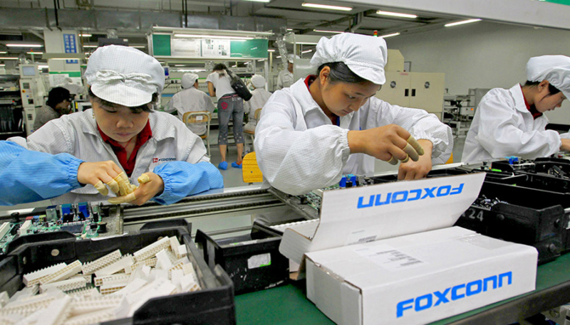Apple iPhone 13 Assembly Partner Foxconn in Search of 200,000 More Workers by End of September